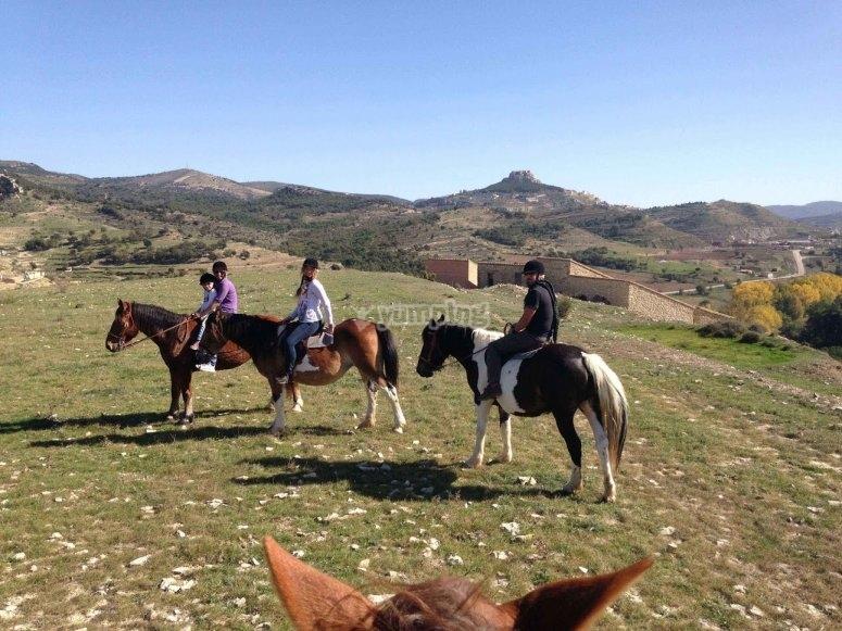 Pasear a caballo por entorno natural de Morella