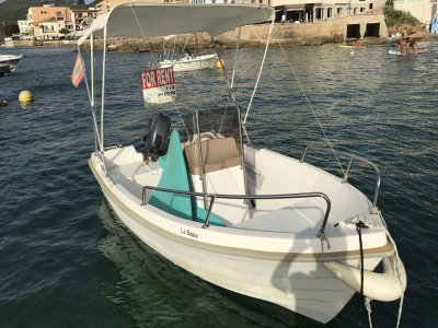 Alquiler barco sin licencia Puerto de Andratx 4 h