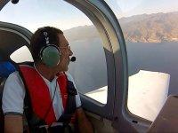 Disfrutando de un vuelo en avioneta
