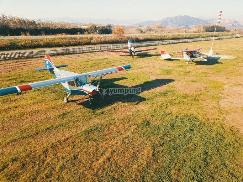 Flota de aviones en el aeródromo