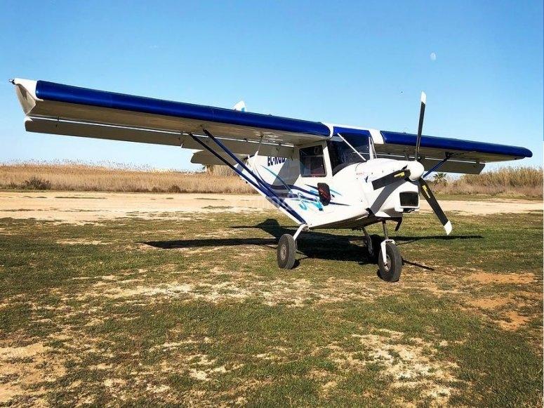 Avioneta en tierra antes del despegue
