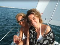 三月梅纳女子组船的休息室