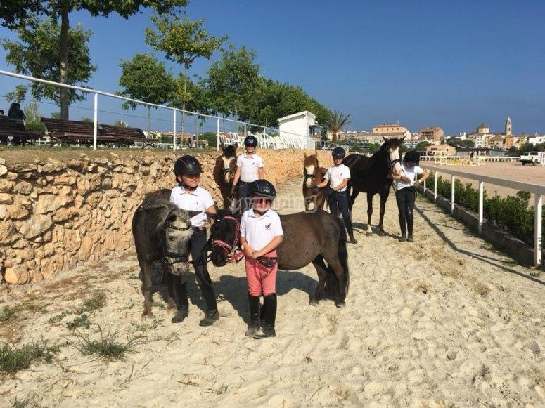 儿童骑马课维德雷尔