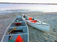 canoas en la playa