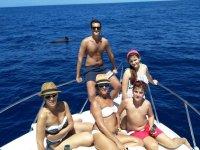 Acercandonos al cetaceo mientras navegamos