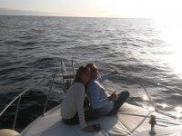 Poniendose el sol durante el viaje en barco