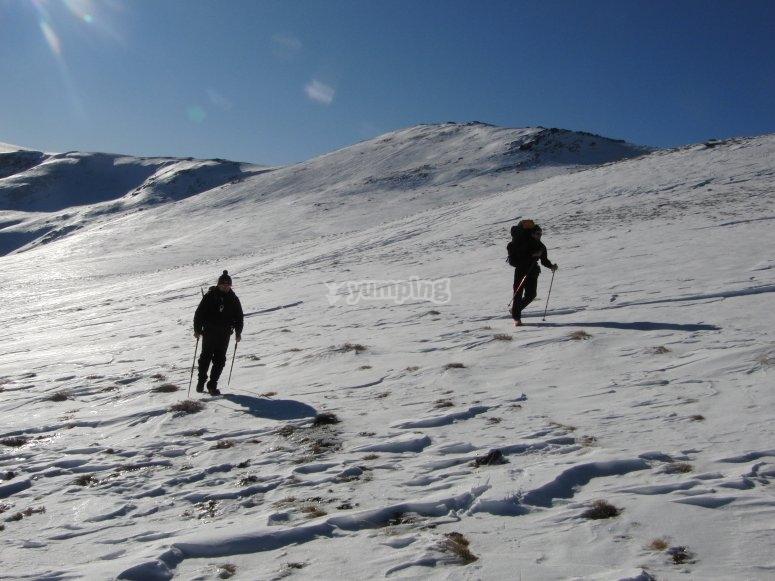 Caminando por la blanca montaña