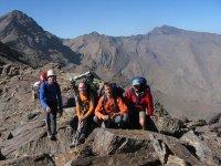 Grupo de senderistas en alta montaña