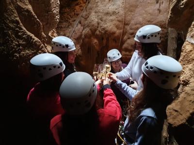 Descenso de sima de Los Esqueletos en Garraf 4h