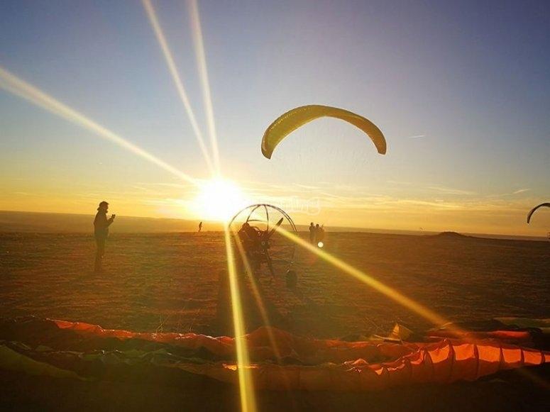 El sol se esconde en el cerro de La Muela