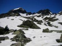 Monte cubierto de nieve