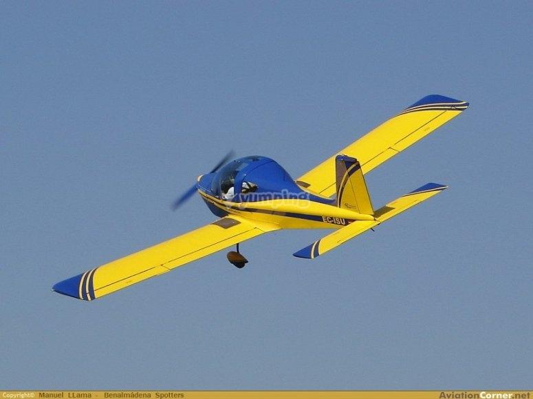 飞行中的飞机