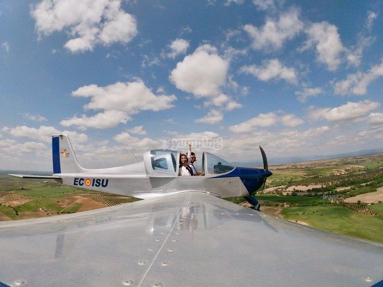 Vista de la avioneta en gran angular