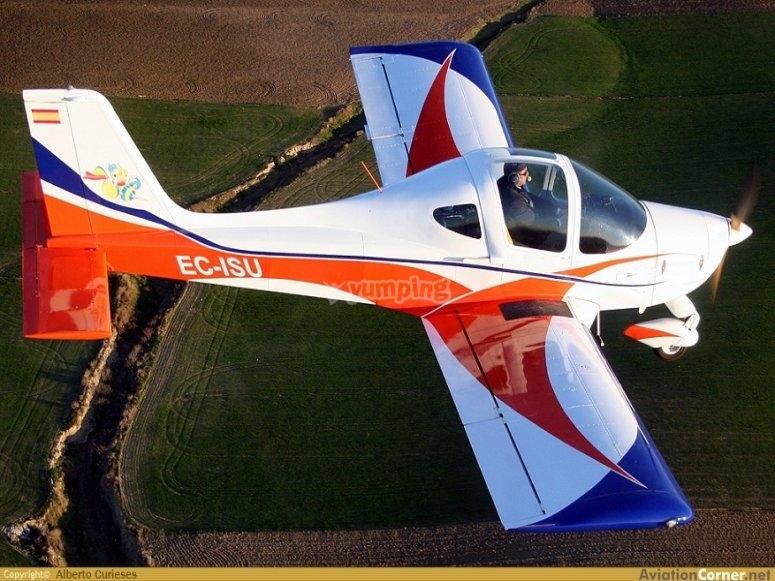 我们的其中一架飞机处于运动中