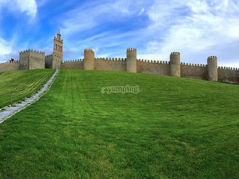 中世纪的城墙来自阿维拉