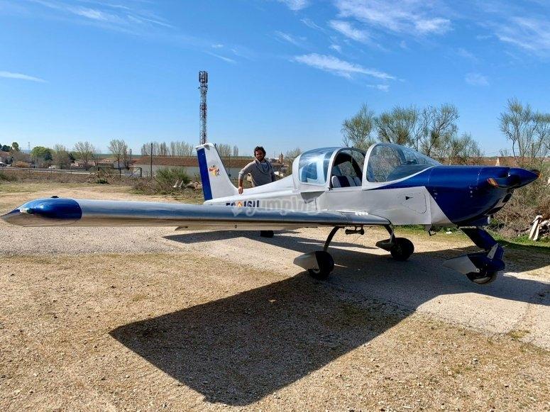 乘坐轻型飞机穿越阿维拉