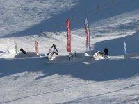 在滑雪胜地滑雪
