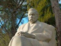 Monumento a Galdós en el parque del Retiro