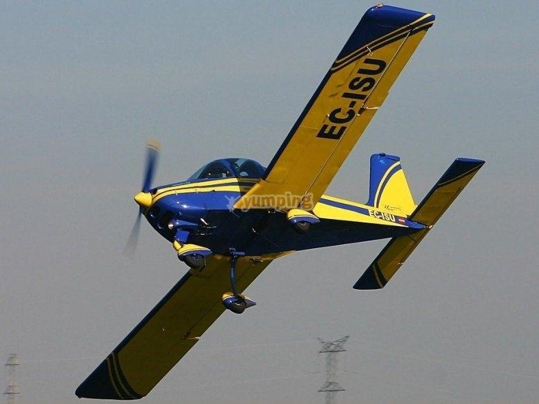 在飞行过程中的飞机视图