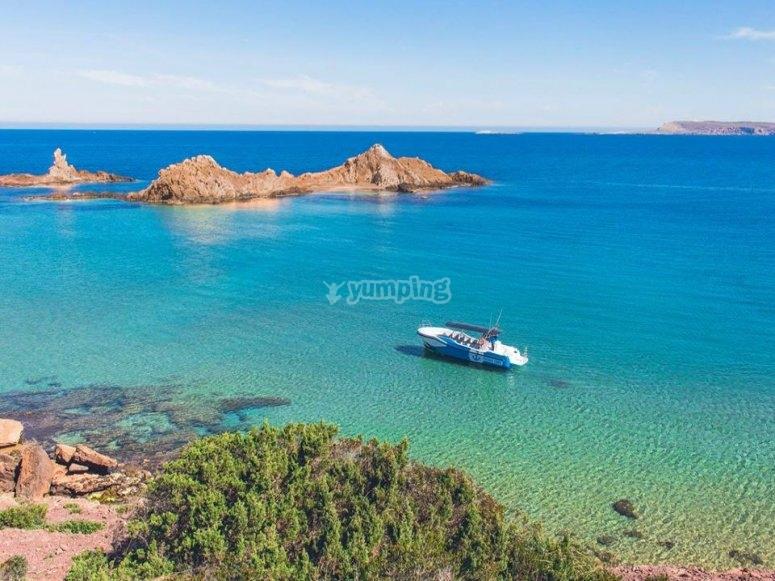 Aguas turquesas en el mar Mediterráneo