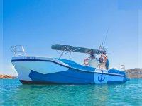 Nuestra embarcación en la costa menorquina