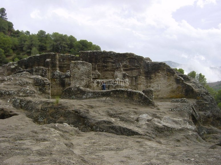 Patrimonio cultural de las ruinas, donde el monitor os hablará de la fecha histórica en que se construyeron