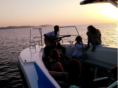 Excursión en barco al atardecer niños Fornells 3 h