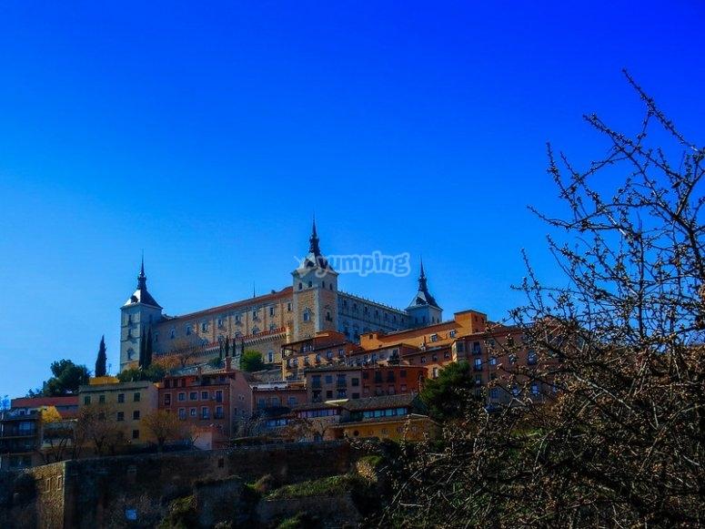 城堡位于首都的最高部分
