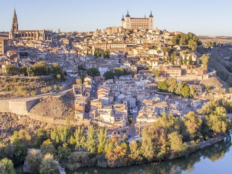 塔霍河环绕的世界遗产城市