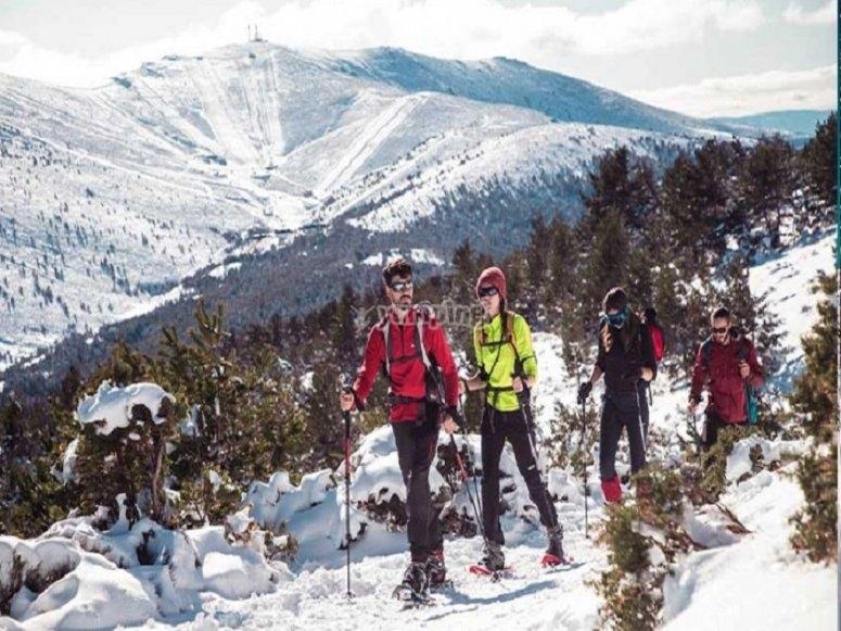 我们建议您穿着暖和的衣服和适合在山间漫步