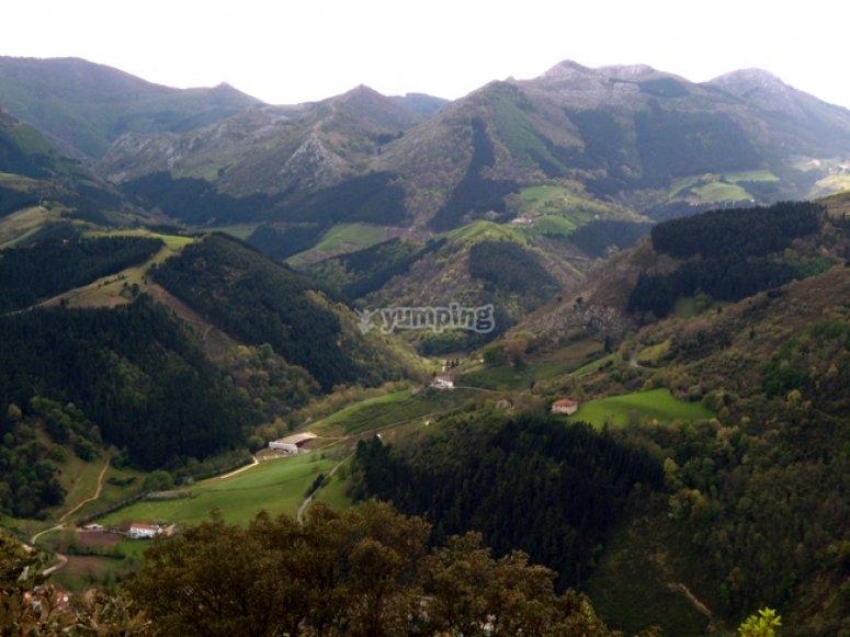 Sastarrain山谷的景观
