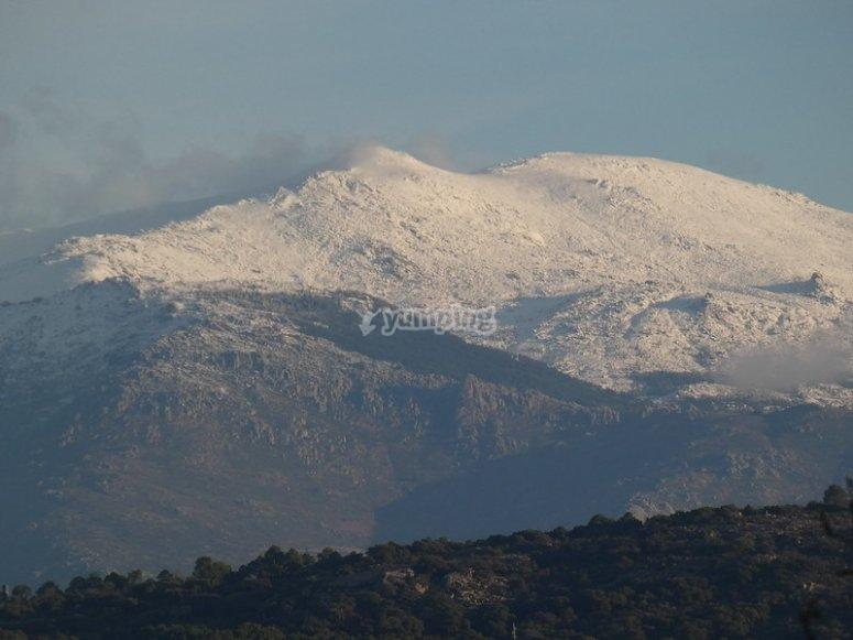 瓜达拉马山脉的雪山