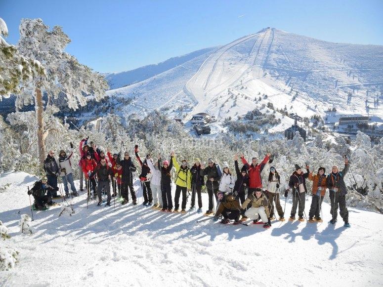 山地团队对在雪地里的活动感到满意
