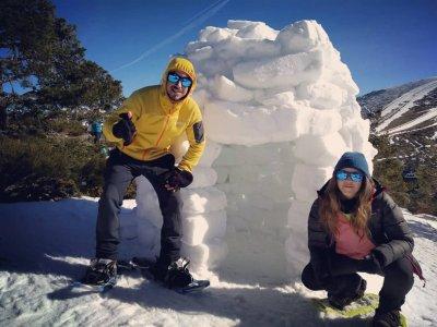 Raquetas de nieve más iglú y trineo en Madrid 4 h