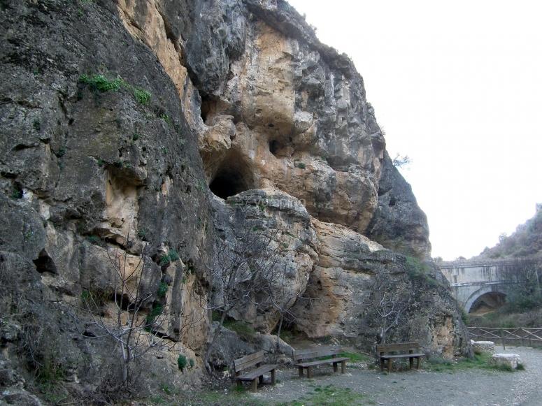 进入空中洞穴