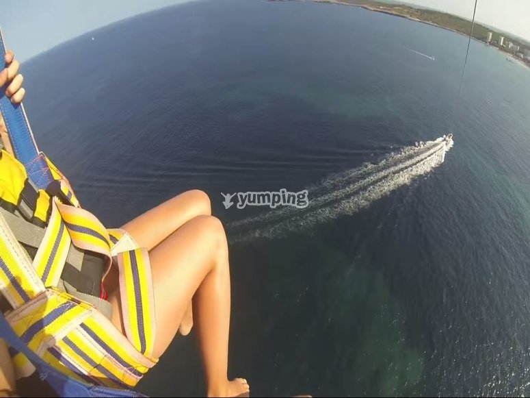 Flying in parasailing in Mallorca