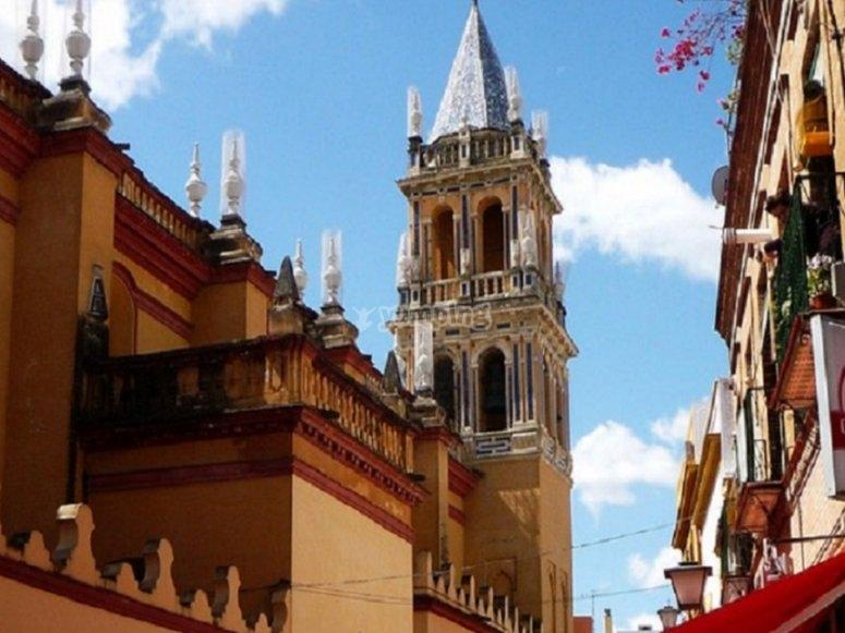 Por las calles de este barrio sevillano veremos monumentos preciosos de larga historia