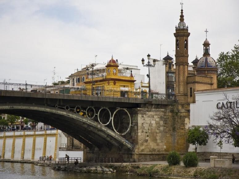Uno de los puentes que cruza el Guadalquivir