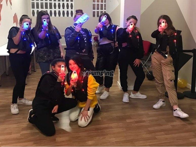 Partida de chicas de laser tag