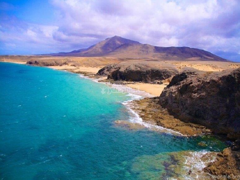 La playa de las Coloradas es otro lugar por el que pasearemos