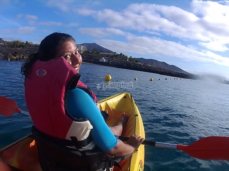 Remando en kayak con niños