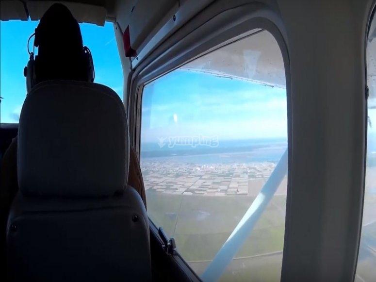 从飞机上的乘客座位