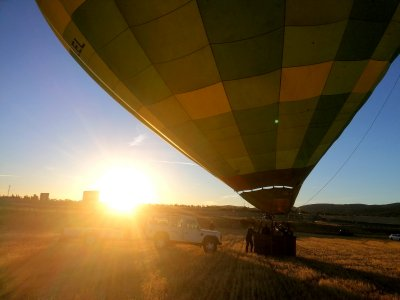 乘坐气球穿越拉皮斯港,大约需要1个小时
