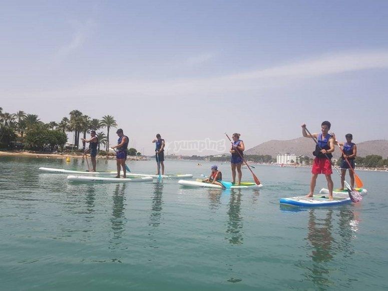 SUP con gli amici nella baia di Alcudia