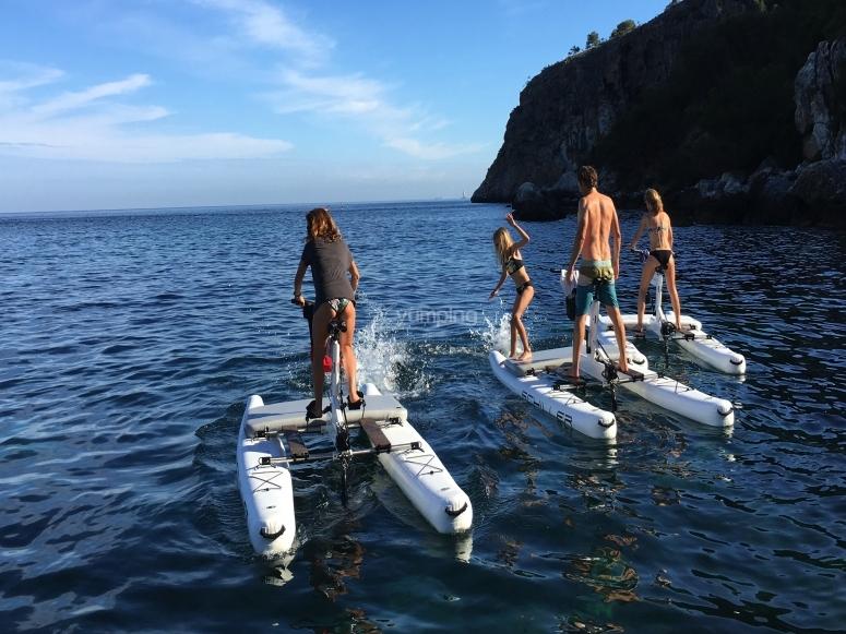 Amigos en ruta por Alcanada en water bike