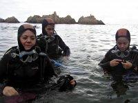 Buceadores saliendo del agua