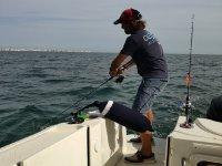 Aprovechando el movimiento del barco para pescar