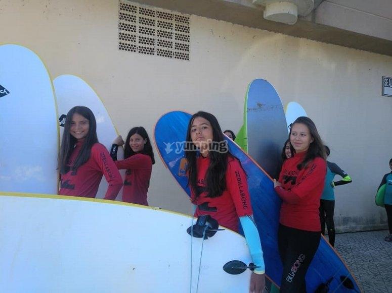 准备划桨冲浪