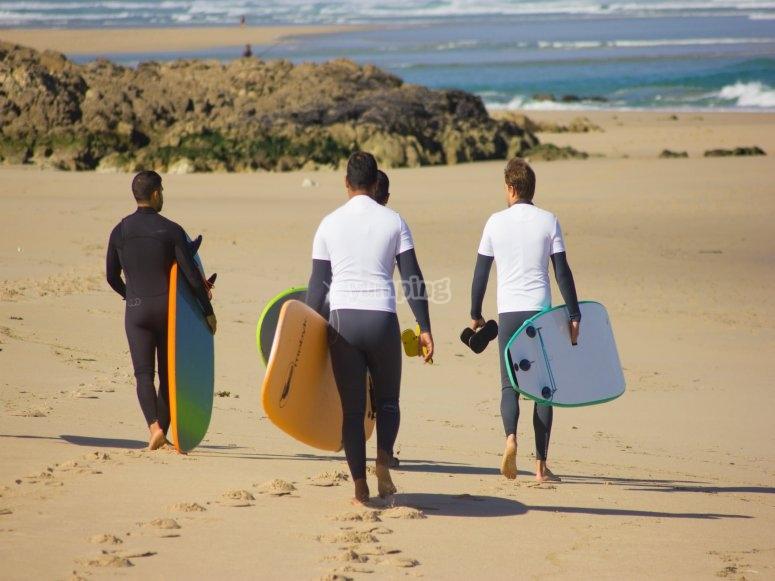 Corso di surf per gruppi a Baldaio