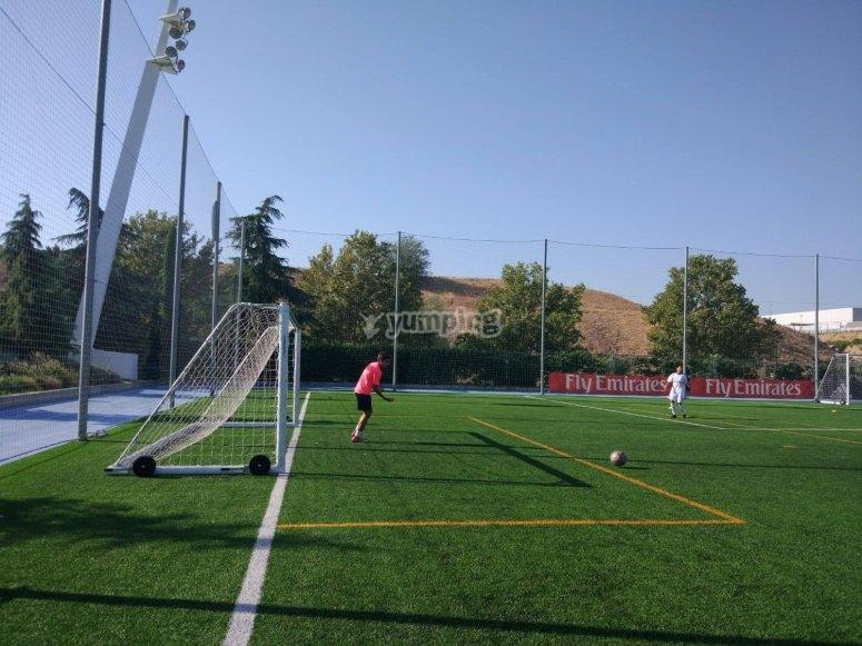 草坪足球场
